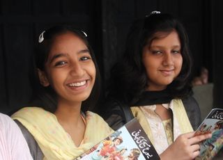 Pakistani Girls with The Story of Jesus (2)